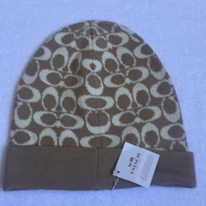 Never worn coach winter knit logo hat. Authentic